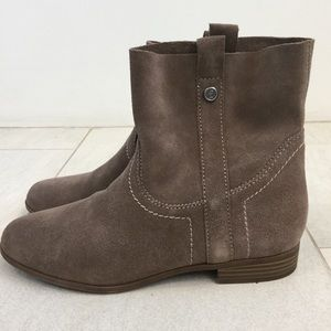 Frye & co, taupe suede ankle boot size 8